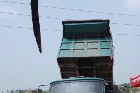 货车上盖篷布碰上高压线济宁一人触电身亡