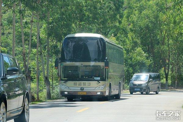 客车载货不是中国特色?看看外国怎么做