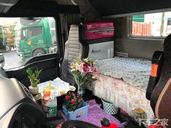 火焰山奇异一幕:好多车为啥都开窗跑?56岁女司机单人单车闯新疆