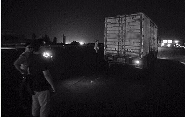 鲁莽小车撞上货车,为啥背锅的是货车?只因这些安全问题被忽视了