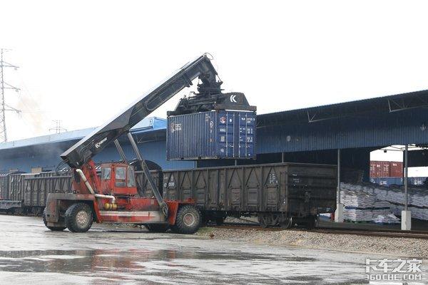 '公转铁'加速释放铁路运力未来三年3/4煤炭将通过铁路运输