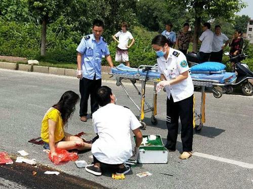 男子被压车轮下江西宜春发生车祸致1死3伤