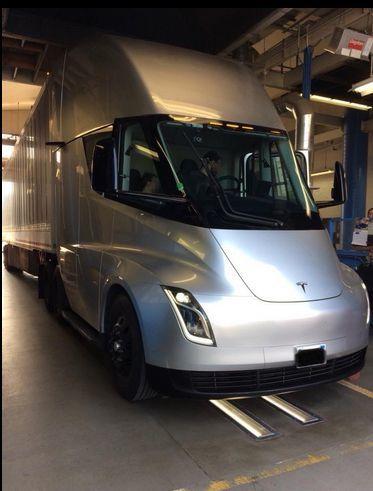 特斯拉Semi电动卡车亮相加州卡车检测中心