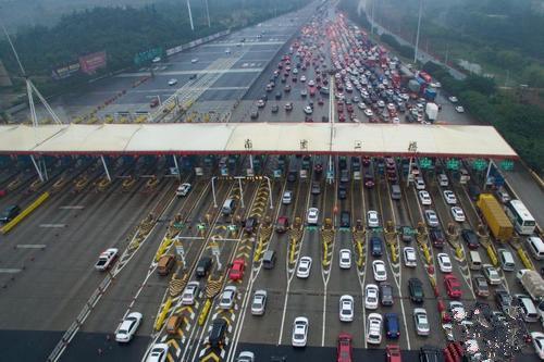 推动降低过路过桥费用交通部:取消高速省界收费站已初步形成