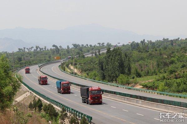 全国公路总里程477.35万公里高速公路13.65万公里