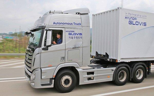 韩国现代卡车:半自动驾驶路试成功,可自动变道