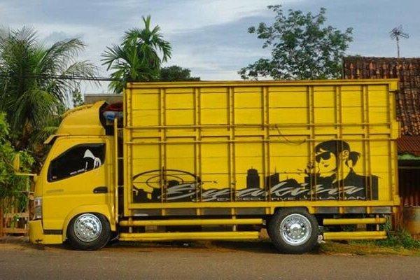 五十铃轻卡能改成奔驰新Actros看完印尼这些改装车,我服了!