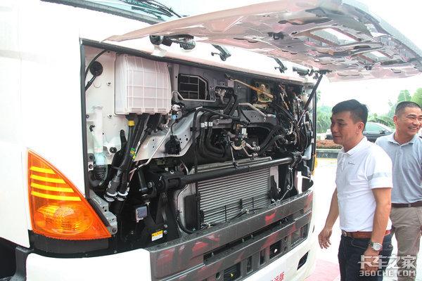 广汽日野700臻值系危运版牵引车上市