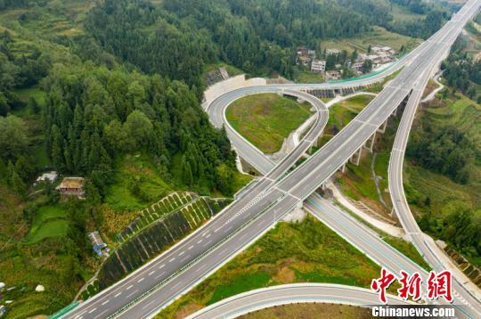 贵州:织金至普定高速公路正式通车试运营