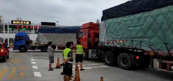 9月1日大量货车在河南高速口被劝返