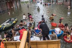 潮汕抗洪救灾:卡车司机在行动!多图
