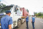 今年6月初至今 海南查处货车超载70万余