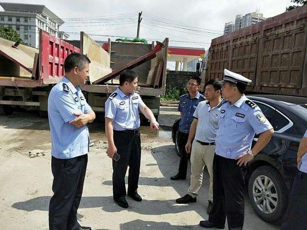 广东廉江高压治超违规自卸车面临切割