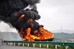 油罐车浓烟滚滚 该怎样预防保证安全?