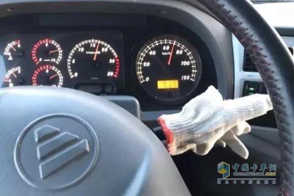 当卡车遇到排气漏油故障你该怎么办?