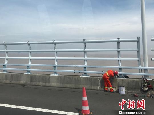 浙江拟升级10条高速路段加强科技治超,升级收费制度