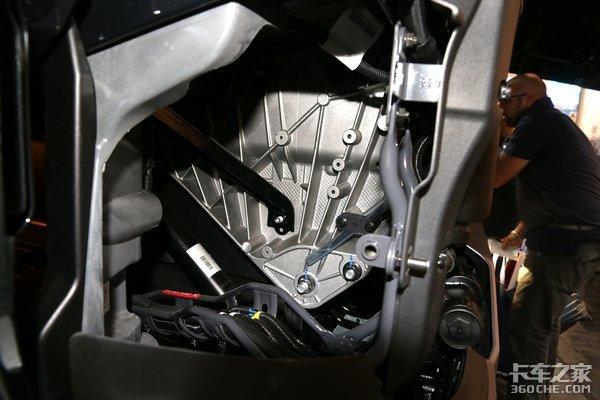 挂车轻量化极限碳纤维做车桥车架老司机:这车跑十年也回不了本!