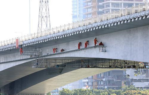 华南快速部分路段:超15吨货车全天禁行
