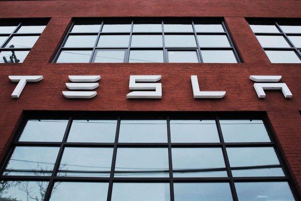 特斯拉:纯电动半挂卡车预计2020年投产