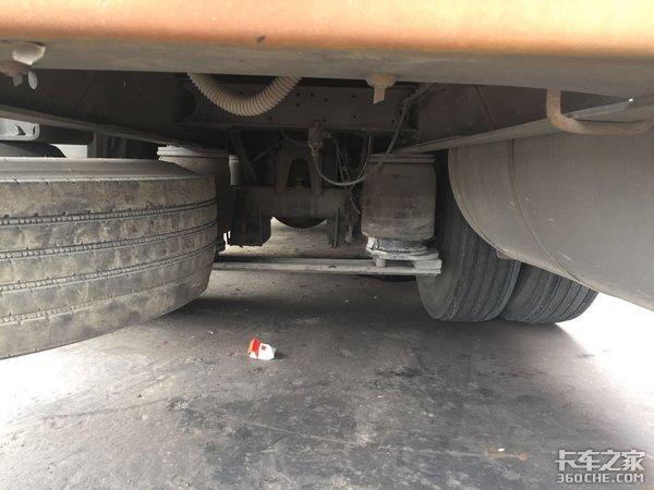 8X2冷链运输车有必要配气囊悬挂吗?比钢板悬挂好在哪?