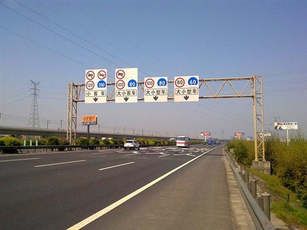 路过陕西的司机注意!陕西省21日起重点高速段货车须分道行驶