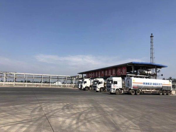 保供在路上中国天然气集团又一批汕德卡天然气牵引车交车