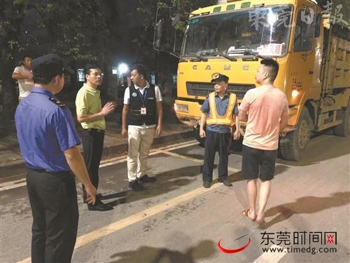 """下月起东莞全市禁泥头车""""�奔""""已有200多辆泥头车完成改造"""