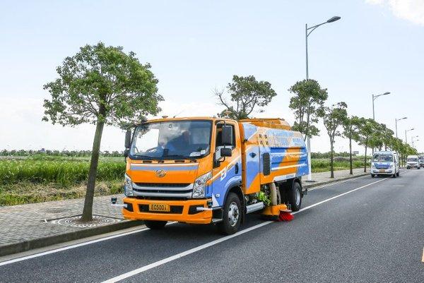 上汽大通―智能道路作业车道路测试启动