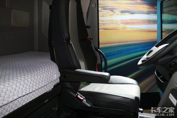 这车夸张的不像话!卧铺竟能大保健,自带电视咖啡机