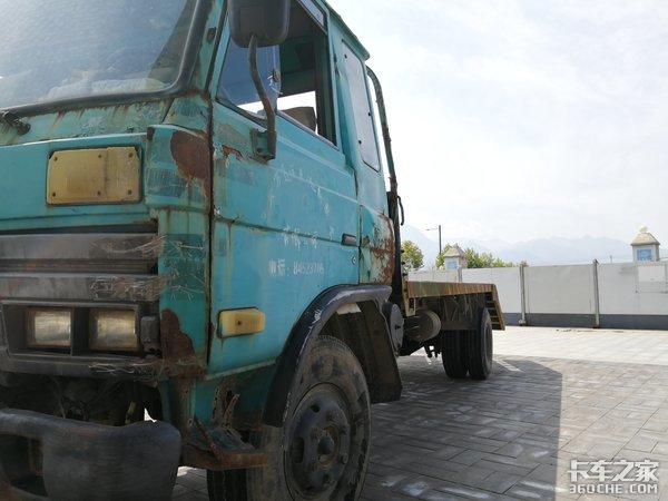 被遗弃的老卡车,没人知道它的故事!