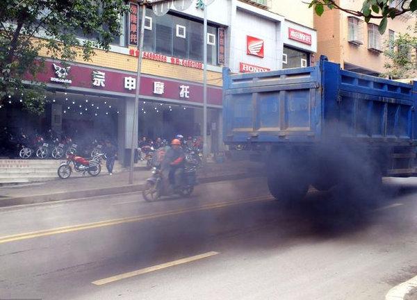 柴油车成北京空气污染源!强化治理,为守法者开辟绿色通道