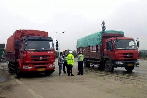郑州重拳整顿货车一晚查处违法行为130起!