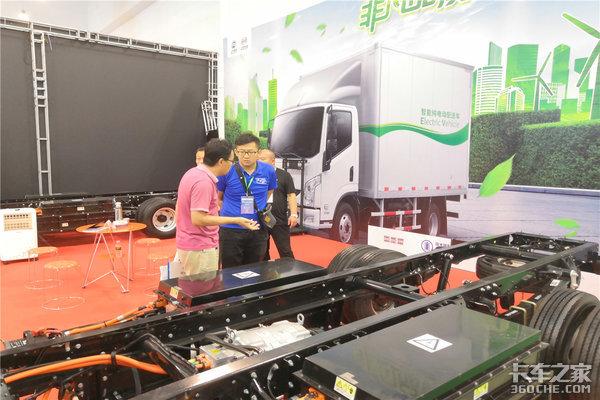 上汽跃进引领2018第三届海南新能源车展走向世界品牌
