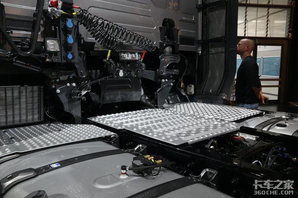 搭载650马力V8发动机这款斯堪尼亚满足了我对豪华重卡的所有想象