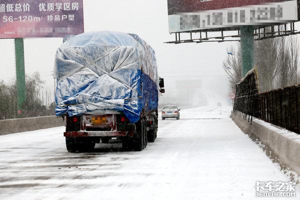 """冬季开车有点""""滑""""冰雪路面如何驾驶?"""