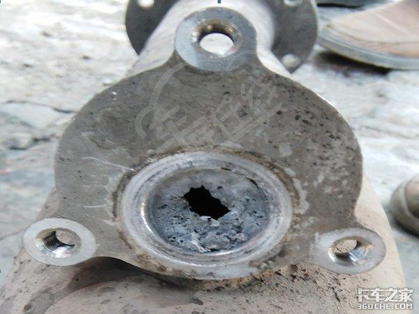 """尿素消耗正常但卡车就是没劲,可能是这根""""管子""""出了问题"""