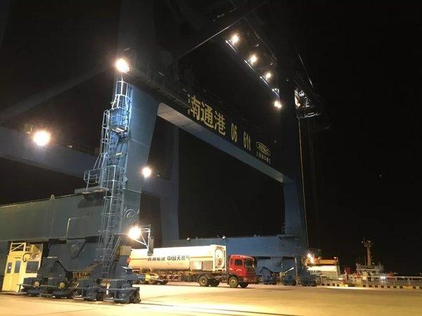 """中国天然气集团携手中海油利用LNG罐式集装箱""""南气北运""""首船破冰!"""