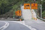 兰州南17公里长坡禁止三轴以上货车通行