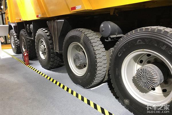 卡车中的肌肉男这两款车自重就有20吨