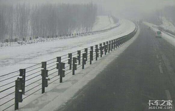 """冬天跑车遇见""""大烟炮""""天气咋整?看看东北卡车司机是咋做的"""