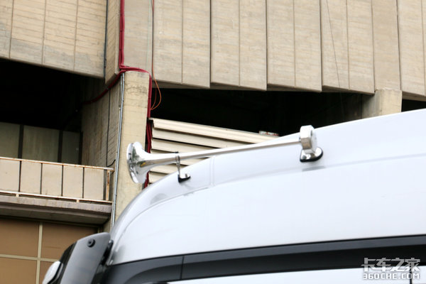 搞得我都想去欧洲开卡车巴塞罗那偶遇的那两台奔驰NewActros
