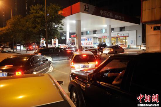 国内油价或创近四年最大降幅每吨降400