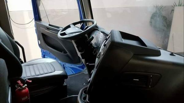 依维柯新一代重卡曝光,驾驶室尺寸升级,但这脸……