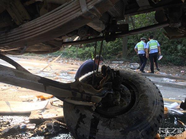 卡车年久失修很危险?看这车祸就知道了