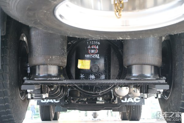 全气囊+交换箱+AMT快递载货车该有的它都有了