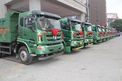 中国重汽王牌首批轻量化后八轮交车仪式