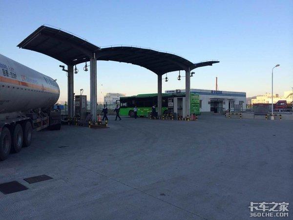 气愤!山西多地LNG加气站不给大货车加气这是闹哪样?