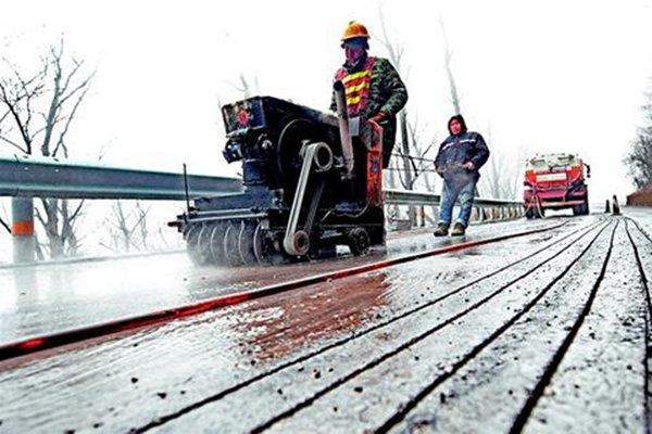 给公路加装地暖?路面积雪告别融雪剂,这条公路会玩!