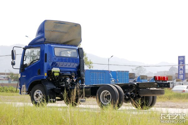 3.7L潍柴+2.38米超宽后轮距重载版上汽跃进C500新车图解