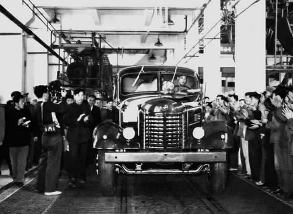 62年风雨历程第700万辆解放卡车即将下线